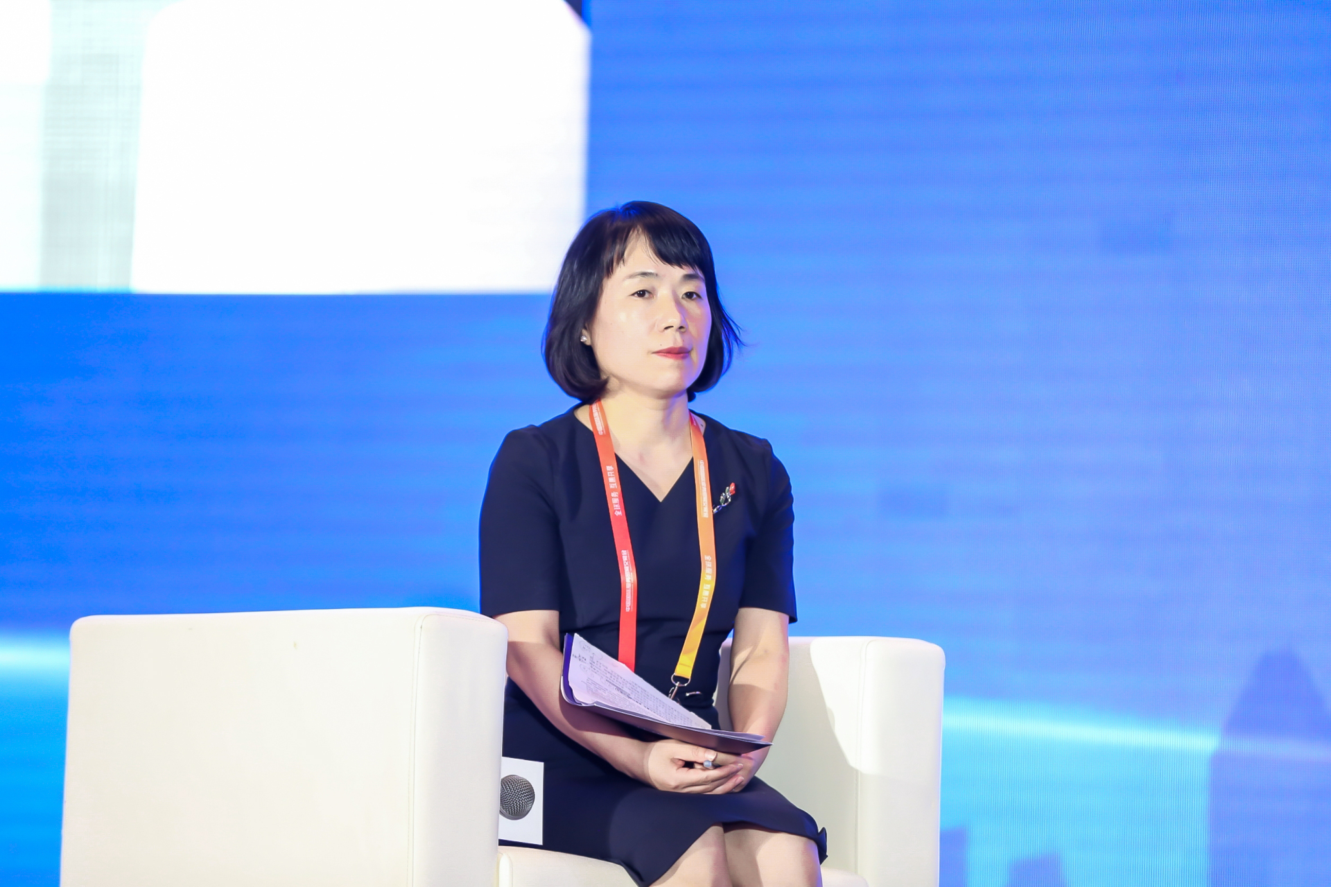 Song Rui, WTCF Expert, Director of the Tourism Research Center, CASS, moderates the forum.