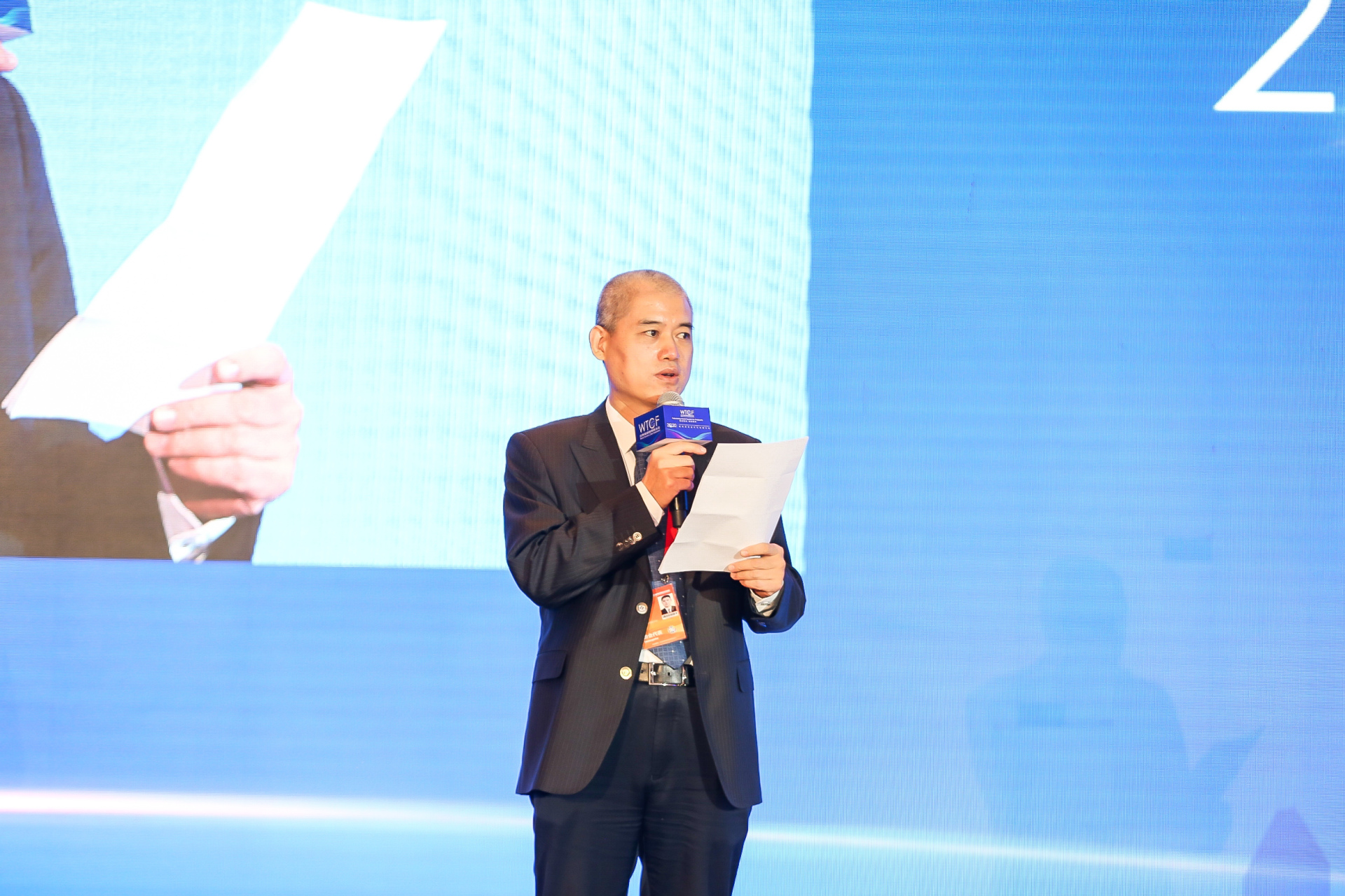 Li Weiqun, Chairman of WTCF Investment Committee, moderates the Tourism Investment and Financing Conference.