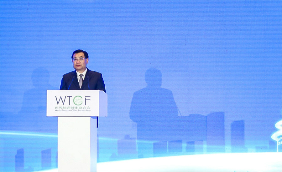 Hu Heping, Minister of Culture and Tourism of China is addressing a speech.